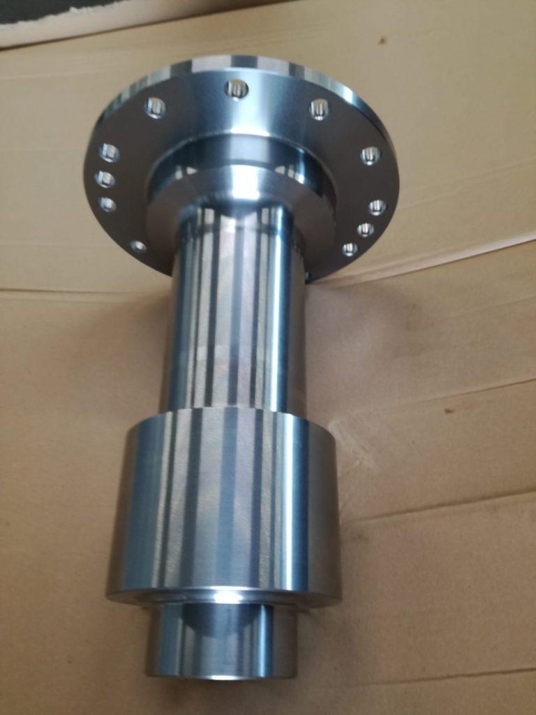 lavorazione di pignone cilindrico senza dentatura